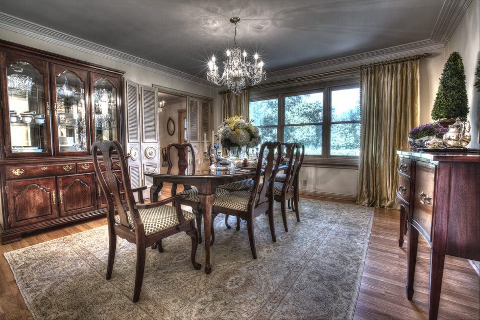warm, inviting family & dining room